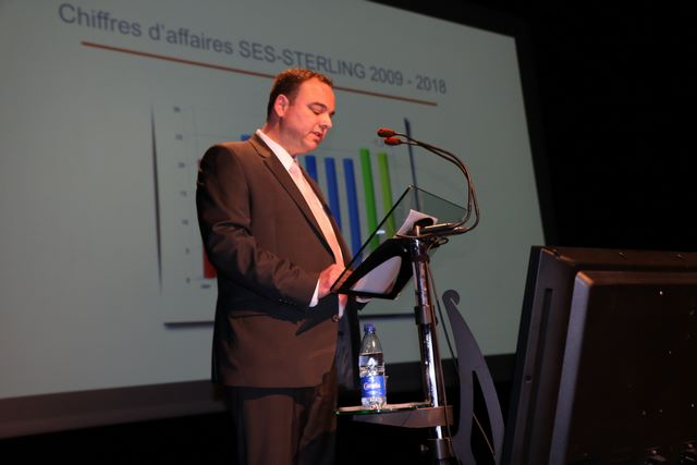 Daniel Rollier présentant les chiffres d'affaires du groupe SES-STERLING