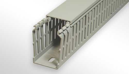 Photo Goulottes de cablage avec perforations latérales